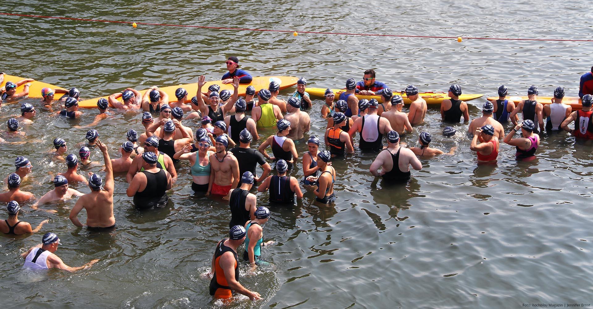 WASSERSTART Mit einem Bad im warmen Neckarwasser beginnt mein Triathlon. | Foto hochblau Magazin/Jennifer Ernst